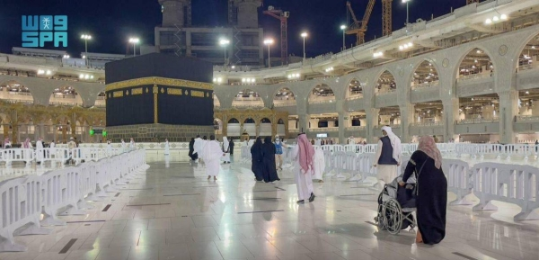 After the successful completion of the Hajj season, the first batch of Umrah pilgrims arrived at the Grand Mosque early Sunday, adhering to coronavirus precautionary measures, the Saudi Press Agency reported.