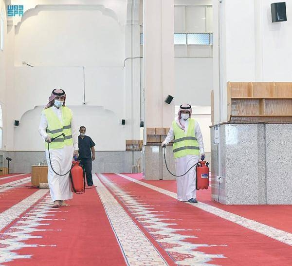 Islamic Ministry permits funeral prayers in mosques