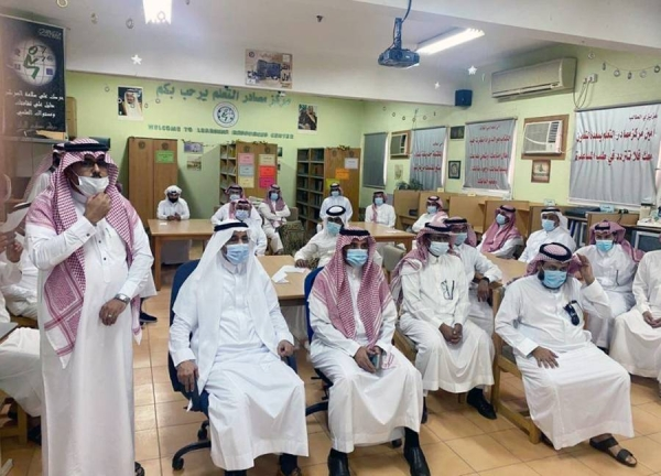 The Ministry of Education approved the preparations taken by the regional departments while gearing up for returning to the school year. Teachers in Jeddah school are briefed about the protocols.