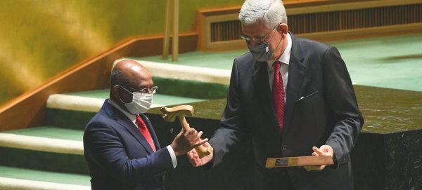 Volkan Bozkir (R), President of the 75th session of the UN General Assembly, hands the gavel over to Abdulla Shahid, President of the 76th session of the United Nations General Assembly. -- UN photo