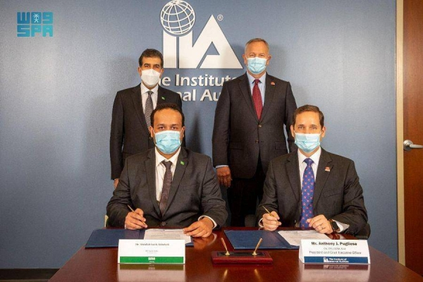 Representatives of the Saudi Institute of Internal Auditors and the Institute of Internal Auditors Global sign cooperation agreements in Florida, US.