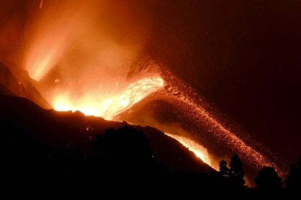 Between 700 and 800 residents have been evacuated from Los Llanos de Aridane due to the northwest advance of the volcanic lava.